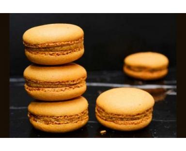 Caramel Macarons 16 Pieces Box