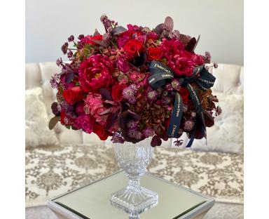 Red Fleurs in a Vase