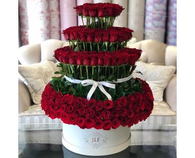 300 Standing Roses In Grandiose