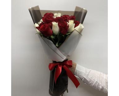 25 Red/White Roses
